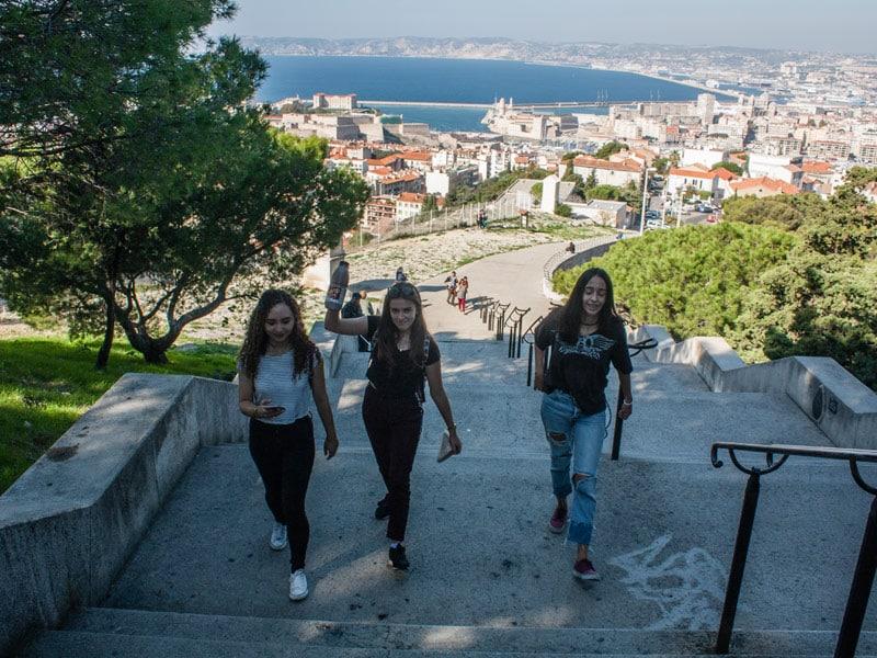 Marseille-student-city-trip-walkin