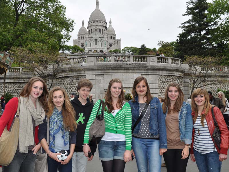 Sacré coeur and students